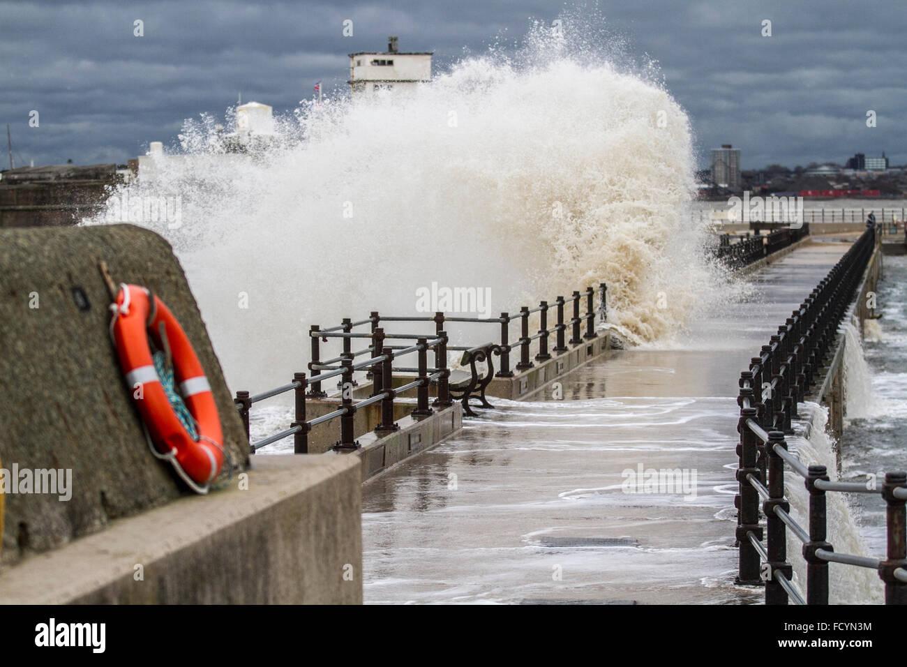 New Brighton, Birkenhead, Liverpool, UK. 26th January 2016. UK weather. High waves crash against the sea defences Stock Photo