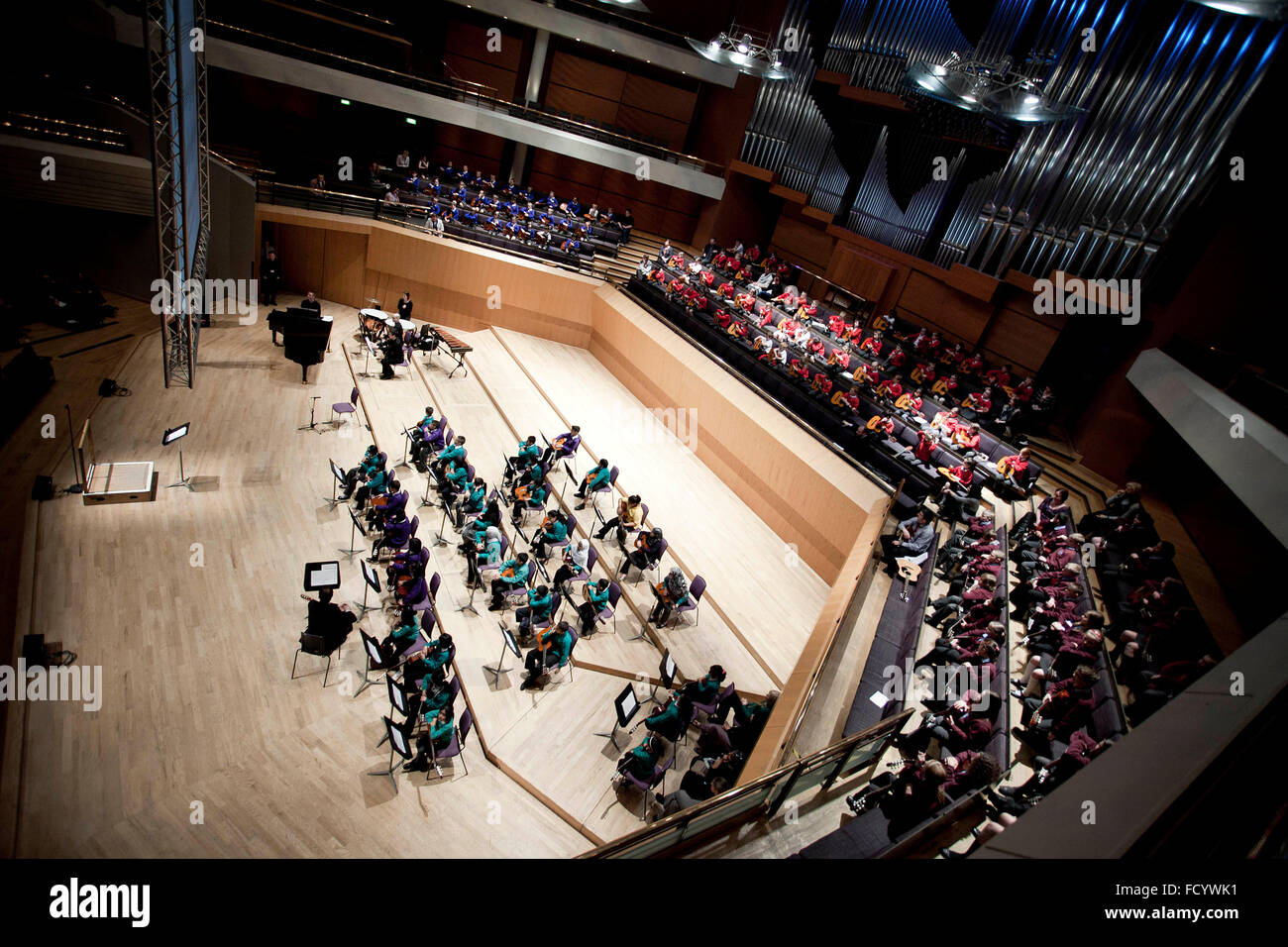 Primary school pupils take part in a guitar concert at the Bridgewater Hall .   general view of the stage - Stock Image