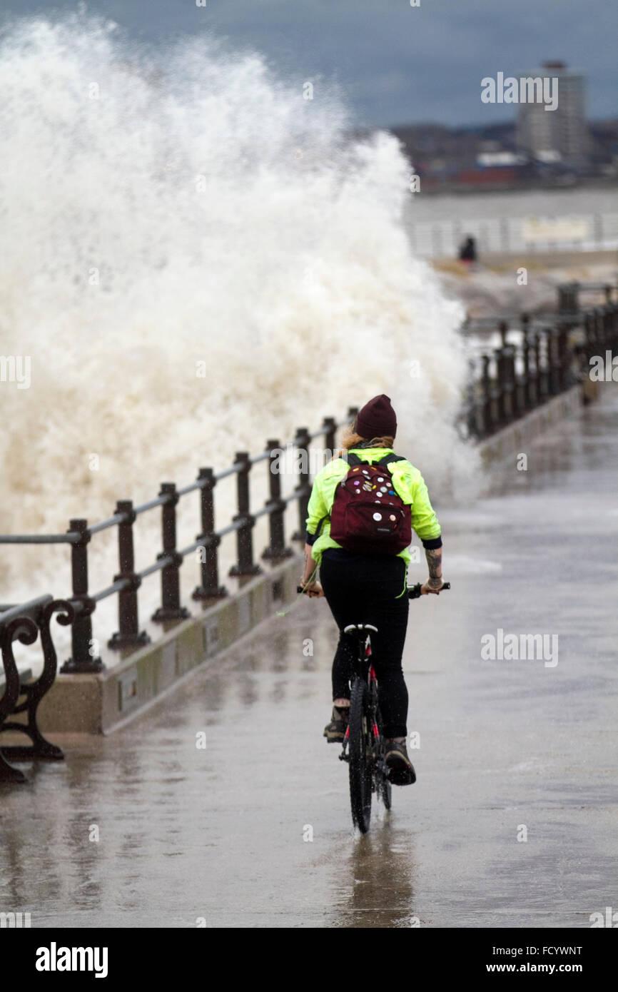 New Brighton, Birkenhead, Liverpool, UK. 26th January 2016.  High waves crash against the sea defences on Birkenhead Stock Photo