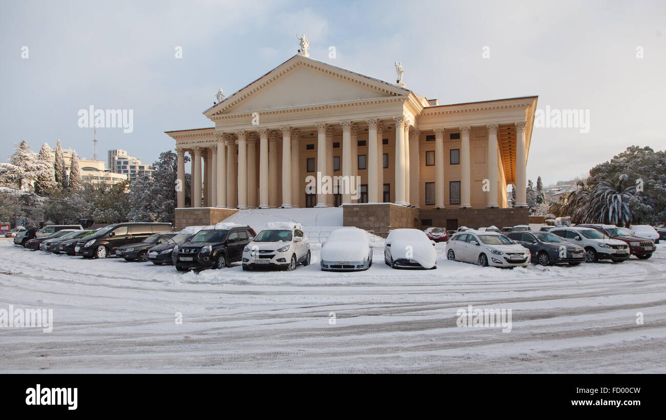 Sochi, Russia. 26th Jan, 2016. Snow-covered cars parked by the Winter Theatre in central Sochi after a heavy snowfall. Stock Photo