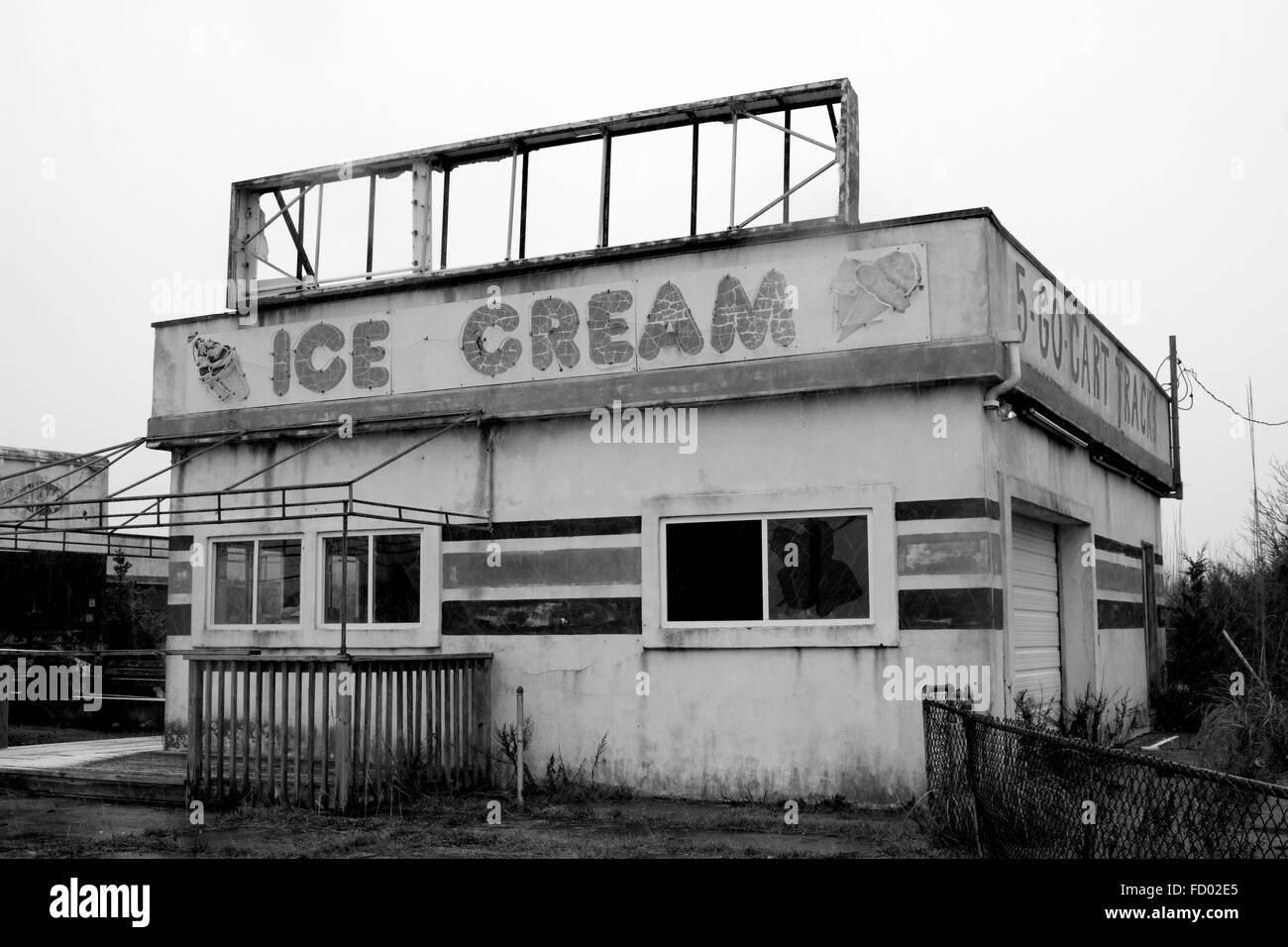 Abandoned Ice Cream Shop on the outskirts of Wildwood, New Jersey, USA. Wildwood is a popular shore area. - Stock Image