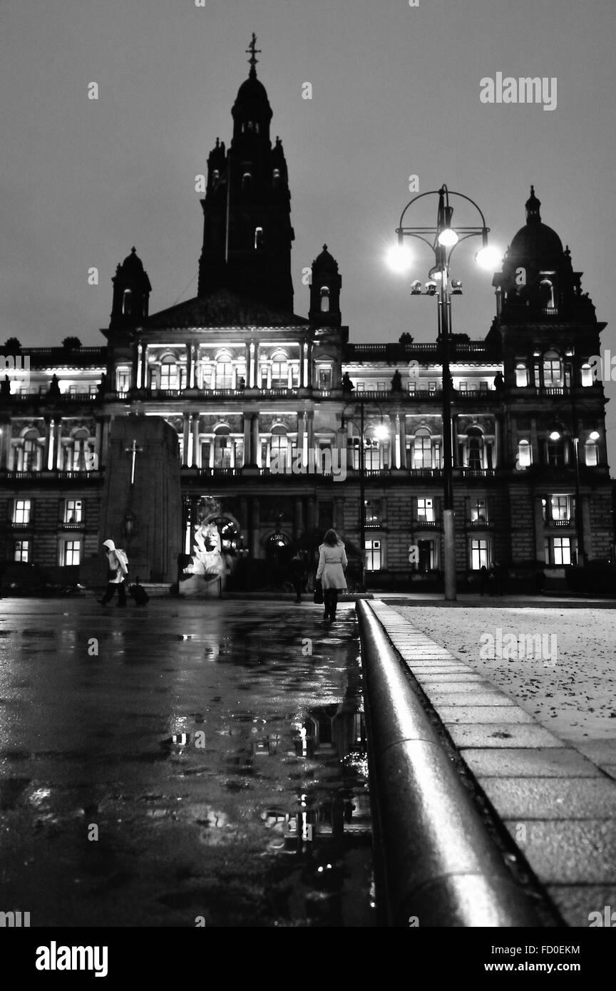Glasgow, Scotland, UK. 26th January, 2016. UK Weather: Glasgow City Chambers and George Square illuminated as dusk - Stock Image