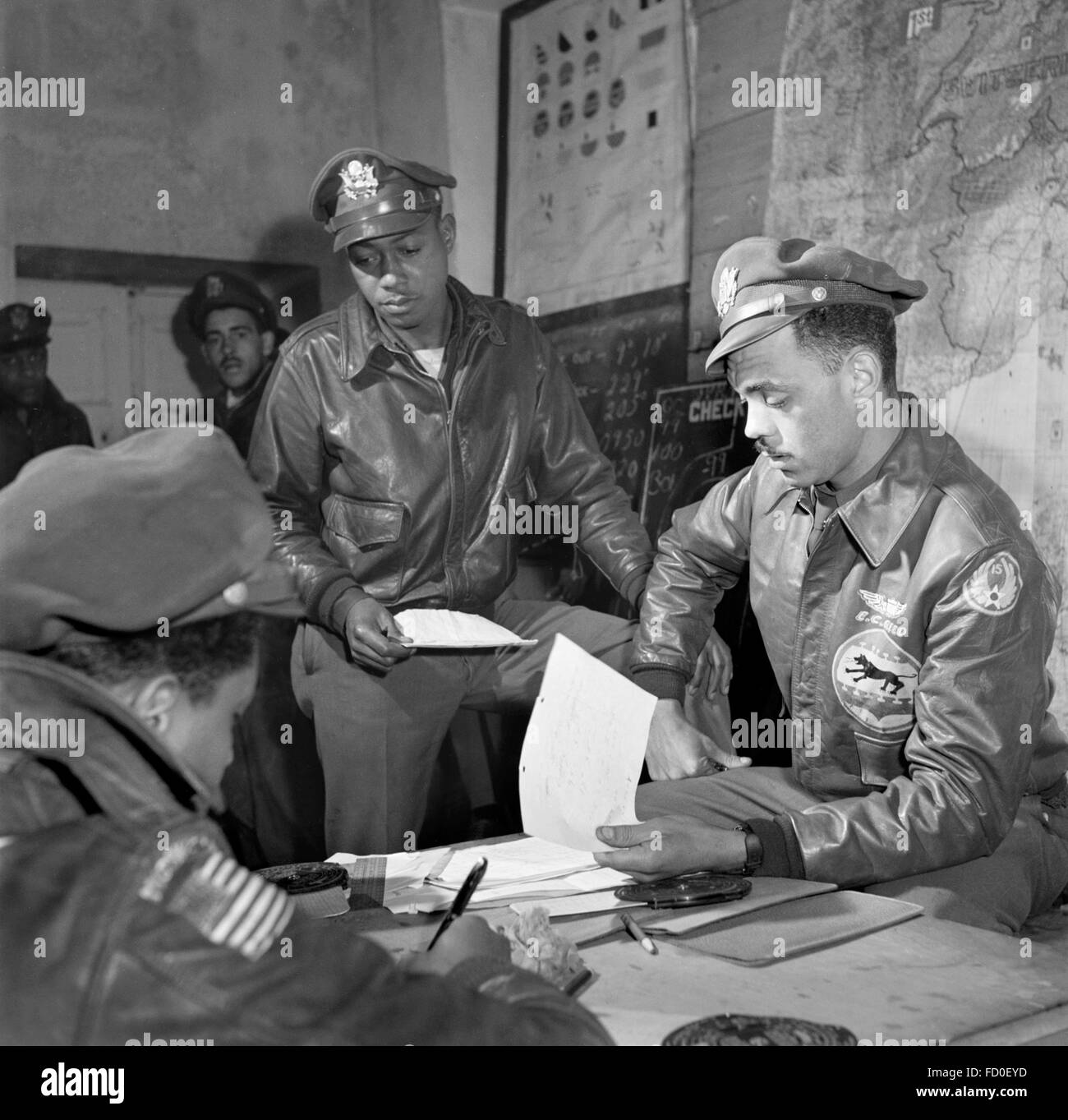 Tuskegee airmen from the 332nd Fighter Group in Ramitelli, Italy in March 1945. - Stock Image