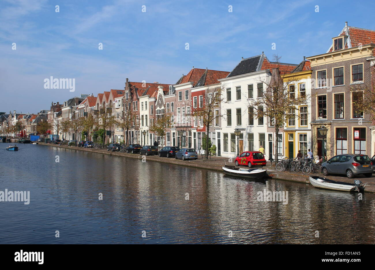 Medieval Oude Singel and Oude Vest canal in the historical centre of Leiden, The Netherlands - Stock Image