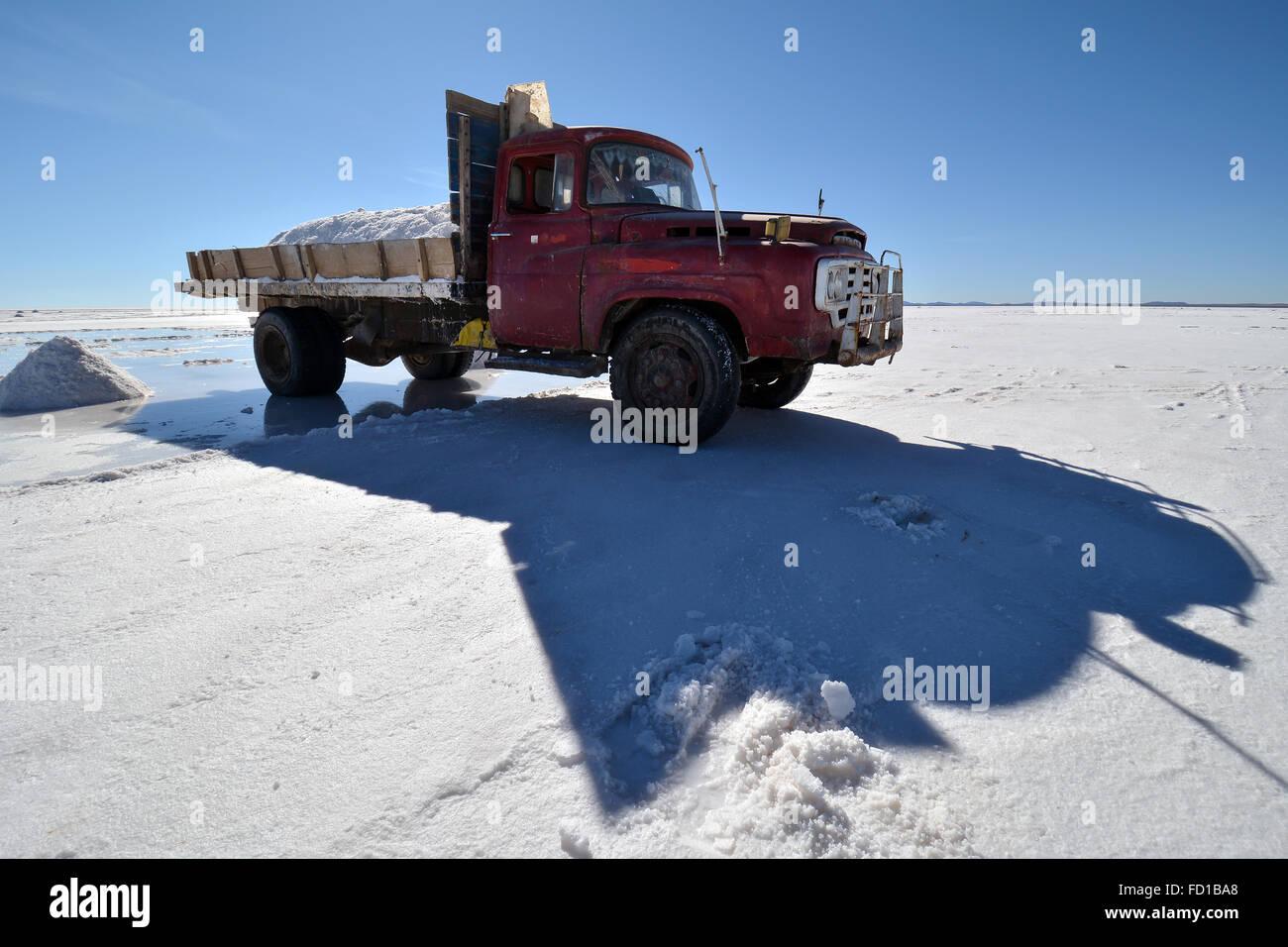 Old truck used for salt transport, salt flats, Salar de Uyuni Stock ...