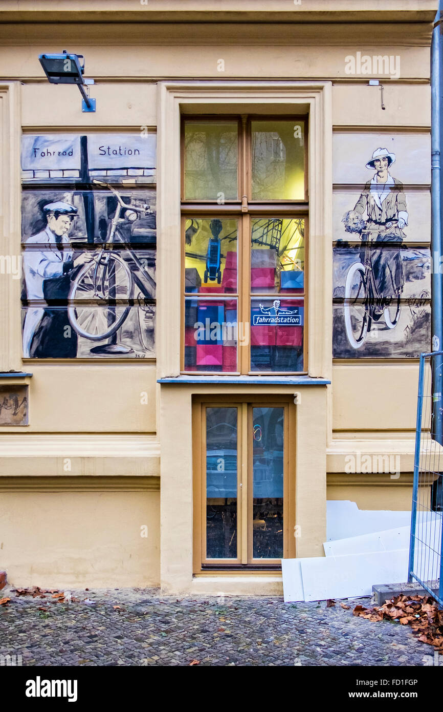 Berlin Fahrrad station bicycle shop with period artwork on outside wall Stock Photo