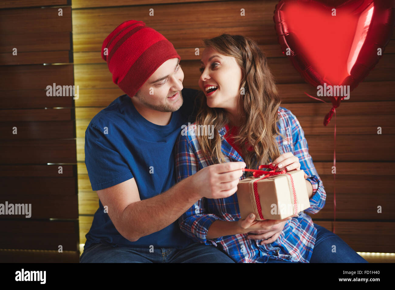 Amorous man making his girlfriend valentine gift - Stock Image