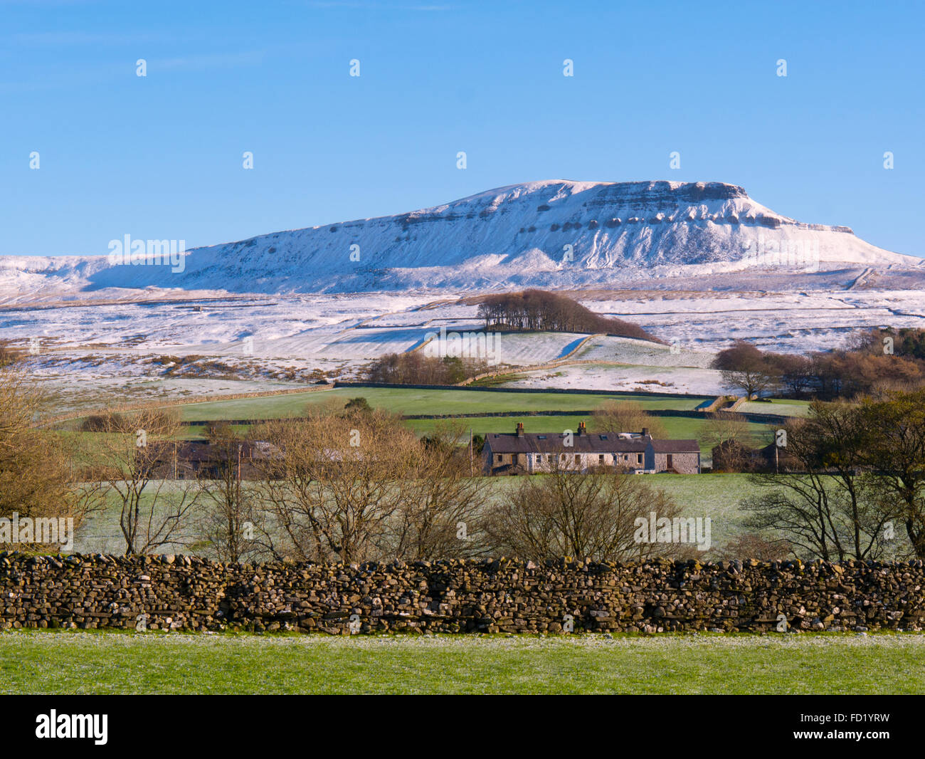 Pen Y Ghent Horton in Ribblesdale, Yorkshire Dales, England. - Stock Image