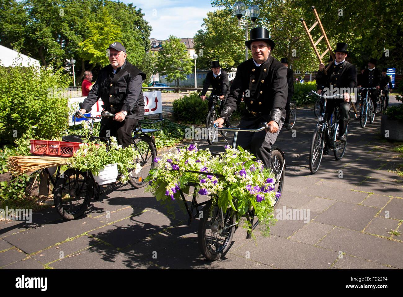 Europe, Germany, North Rhine-Westphalia, Bonn, chimney sweepers on bicycles. - Stock Image