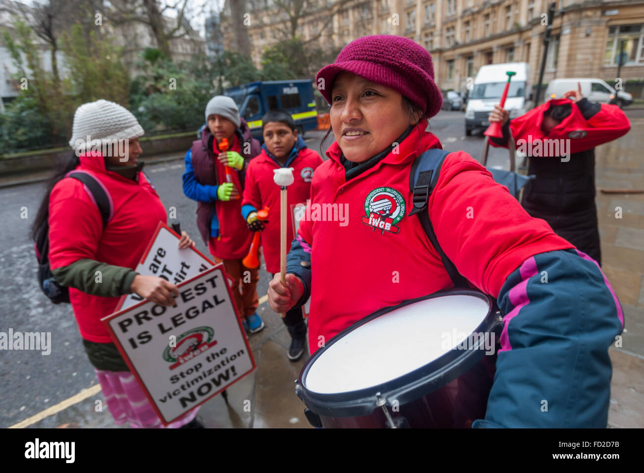 London, UK. 27th January, 2016. Grass-roots union IWGB get readyt fir a noisy protest outside CBRE-managed offices - Stock Image