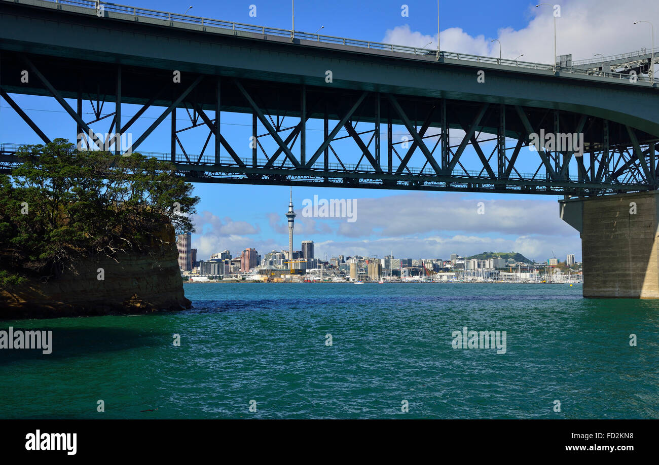 Auckland Harbour Bridge .New Zealand's 2nd-longest road bridge, stretching just over 1km, with bungee jumping - Stock Image