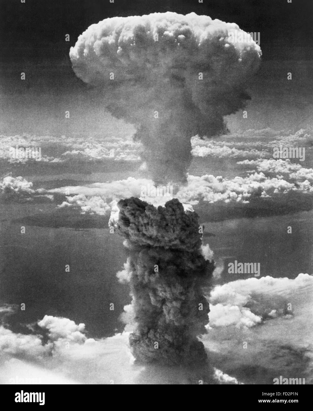 Mushroom cloud from the second atomic bomb, 'Fat Man', dropped on Nagasaki, Japan in WWII. August 9th 1945. - Stock Image