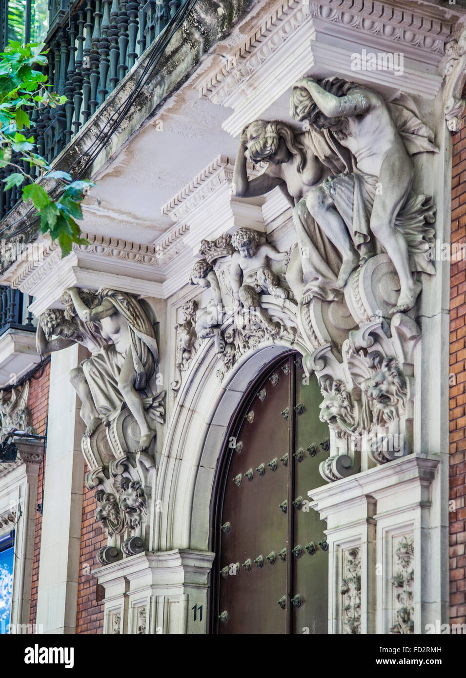 Spain, Andalusia, Province of Seville, Seville, Casco Antiguo, caryatid and atlantid hemi-figures at Calle Reyes - Stock Image