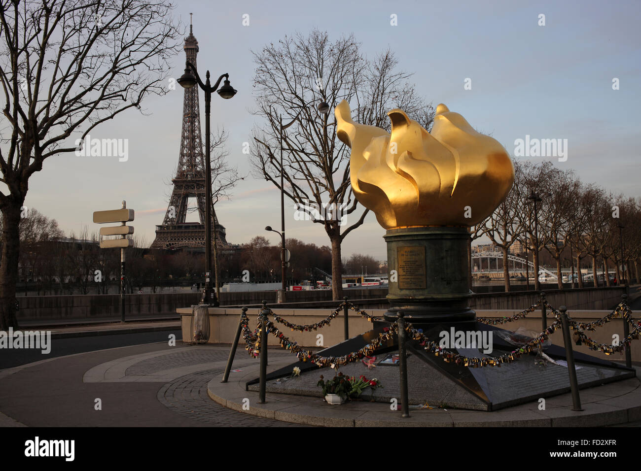 The Flame of Liberty - Flamme de la Liberté near le pont ...