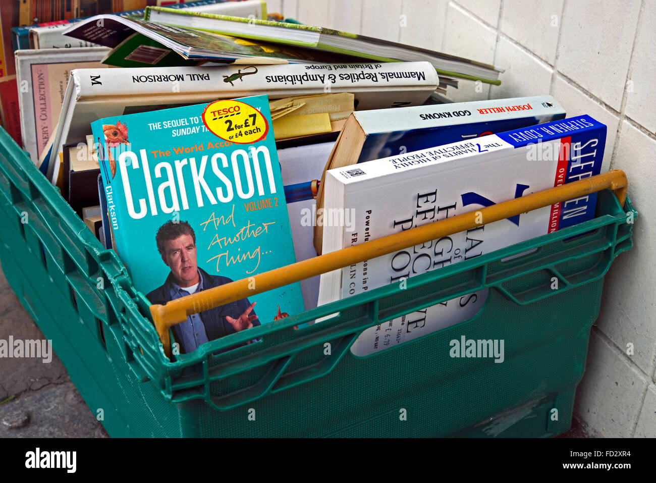 'The World According to Clarkson Volume 2' and other books in the cheap box outside a secondhand bookshop - Stock Image