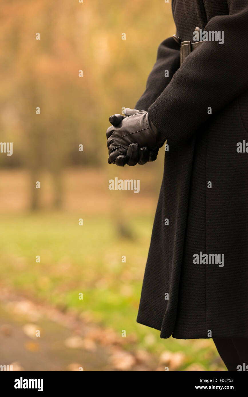 A woman dressed in black during a funeral service - Stock Image