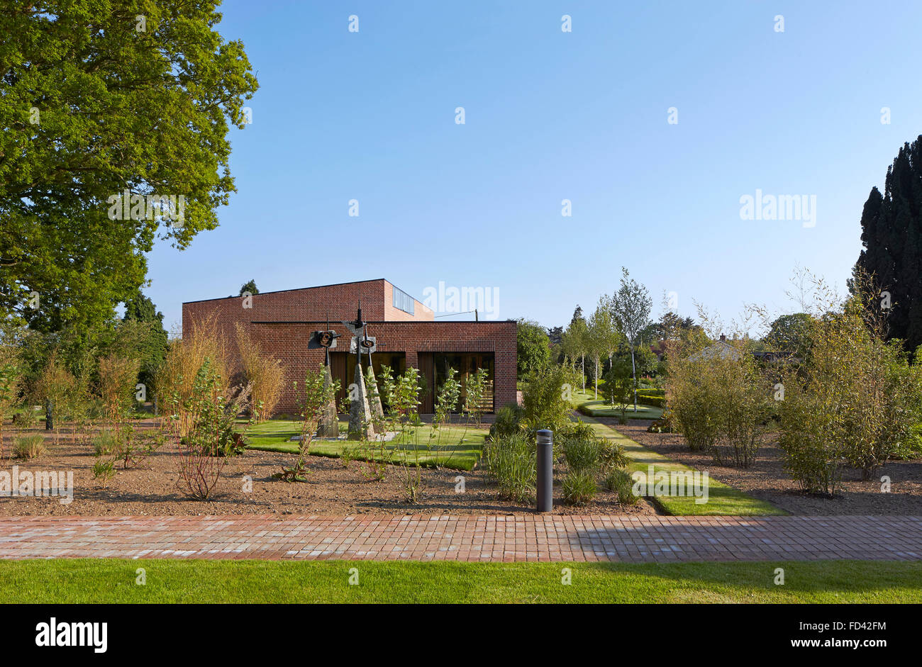 Distant elevation with garden. Britten-Pears Archive, Aldeburgh, United Kingdom. Architect: Stanton Williams, 2013. - Stock Image