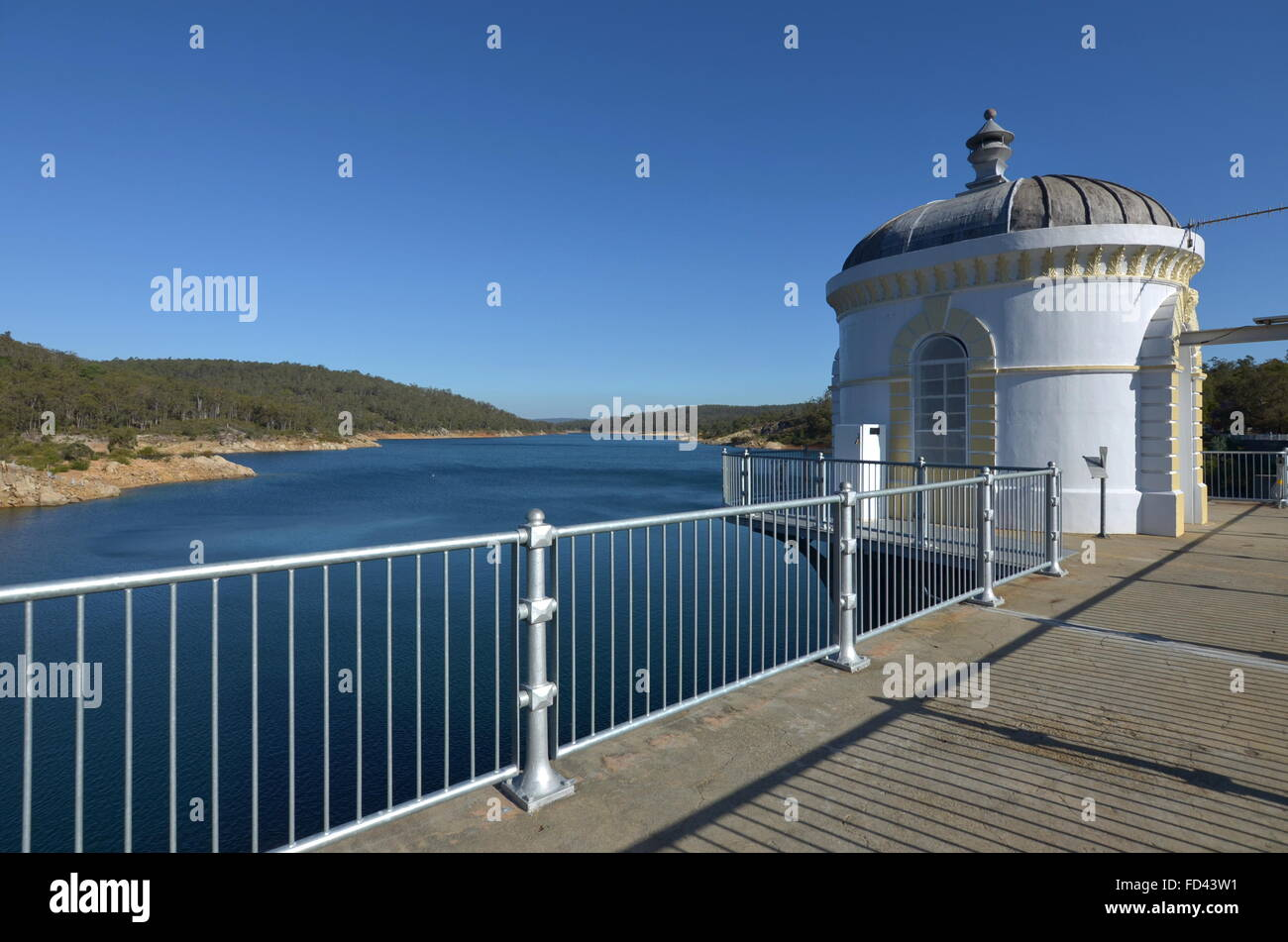 Valve tower and walkway on top of the Mundaring Weir dam, Perth, Western Australia - Stock Image