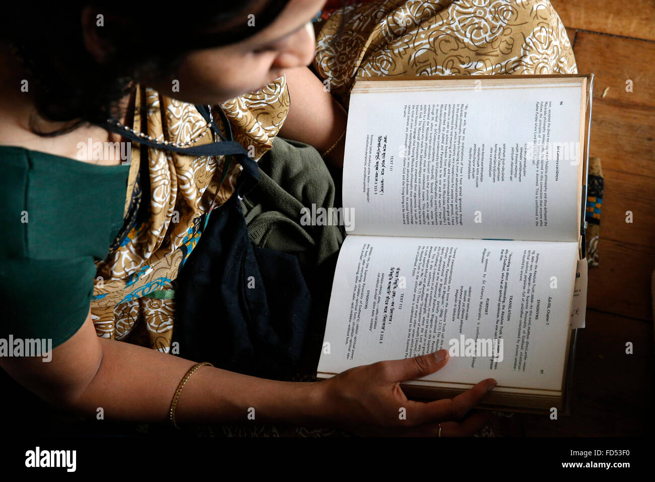 Woman reading the Bhagavad Gita - Stock Image