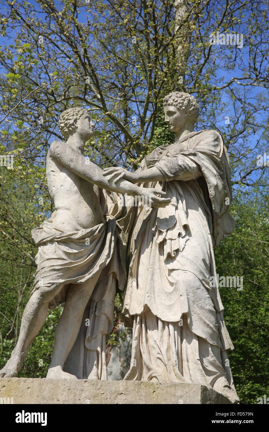 Statue in Sceaux park : Oreste et Electre. - Stock Image