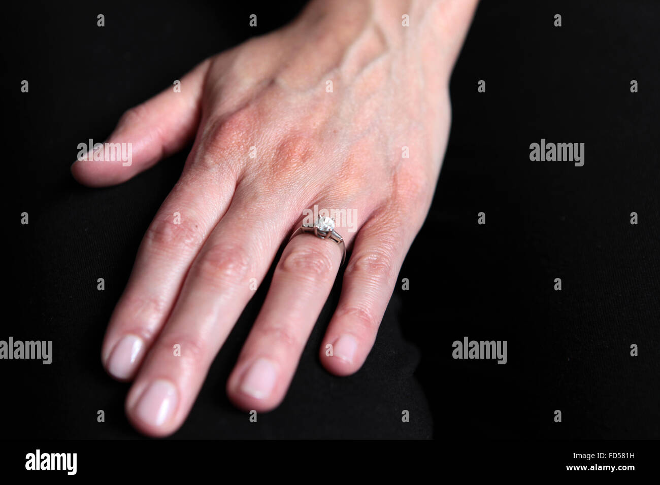 Diamond Ring Cut Out Stock Photos & Diamond Ring Cut Out Stock ...