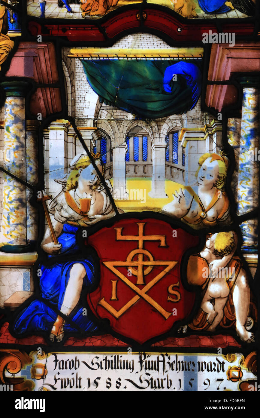 Stained heraldic coat of arms of Jacob Schilling, a member of Council XV in 1588. Oeuvre Notre-Dame de Strasbourg - Stock Image