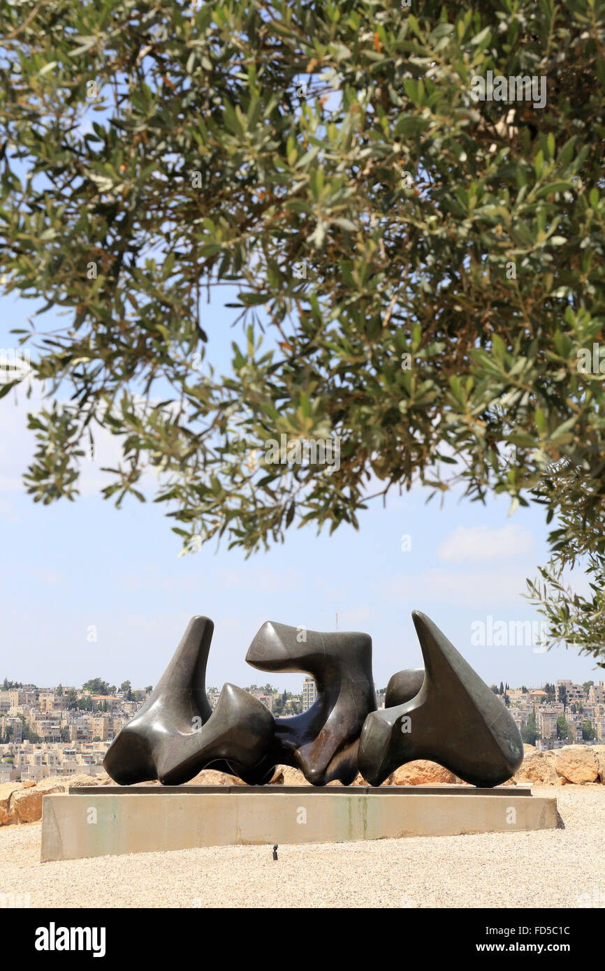 Three pieces sculpture vertebrae by Henry Moore. 1968-1969. Billy Rose Art Garden. The Israel Museum. - Stock Image