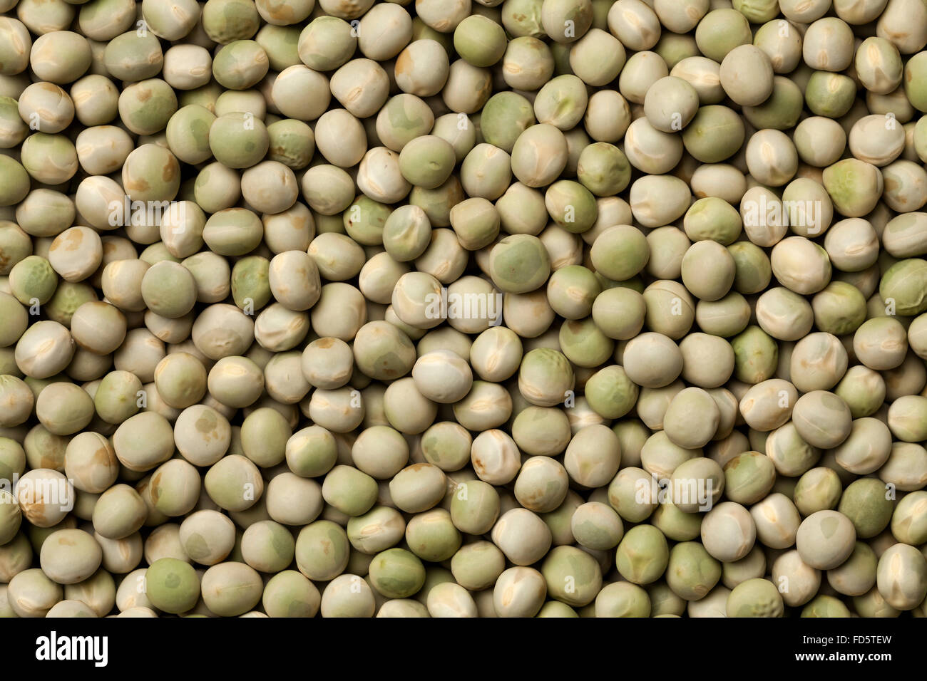 Whole dried green peas full frame - Stock Image