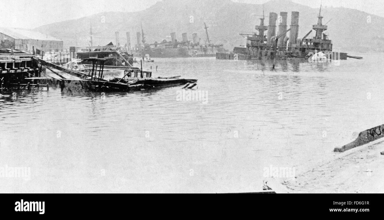 Sunken battleships in the bay of Port Arthur, 1904/1905 - Stock Image