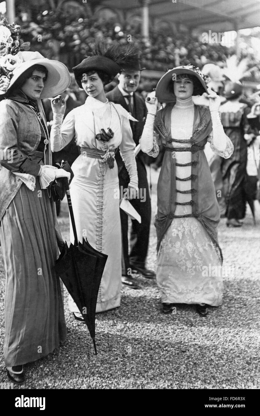 Women's fashion, 1912