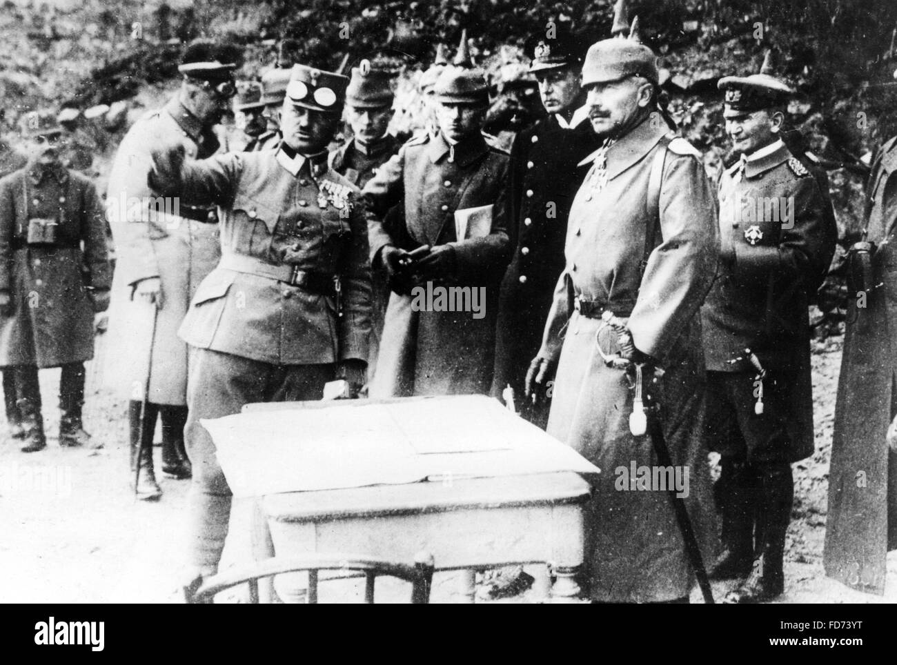 Emperor Wilhelm II is told the position of the frontlines, 1917 - Stock Image
