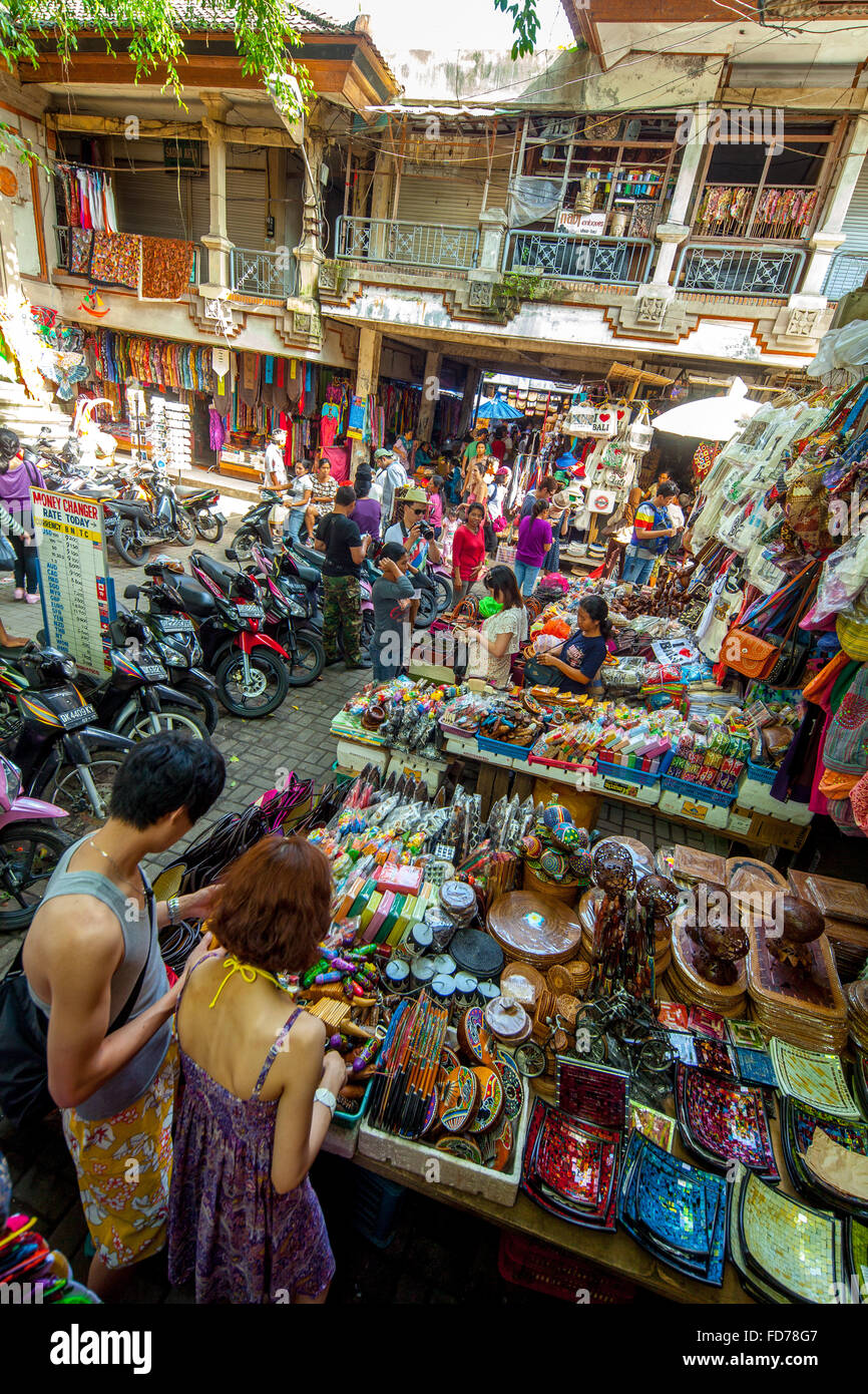 Weekly market in Ubud with tourists and visitors, market day, Street Scene, Market, Ubud, Bali, Indonesia, Asia - Stock Image