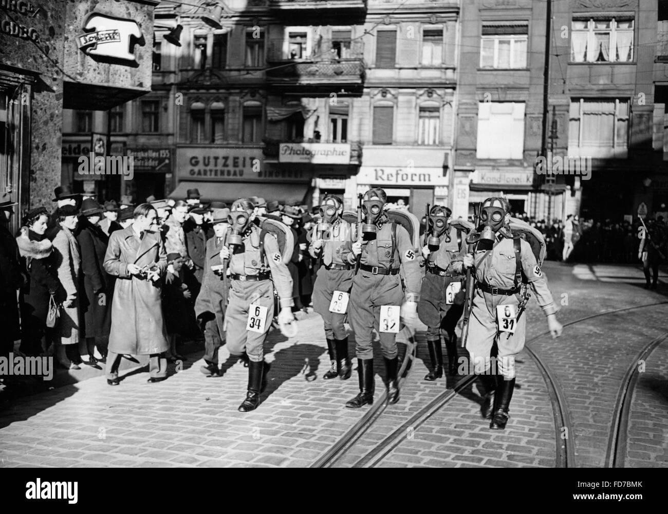 SA relay race with gas mask, 1939 - Stock Image