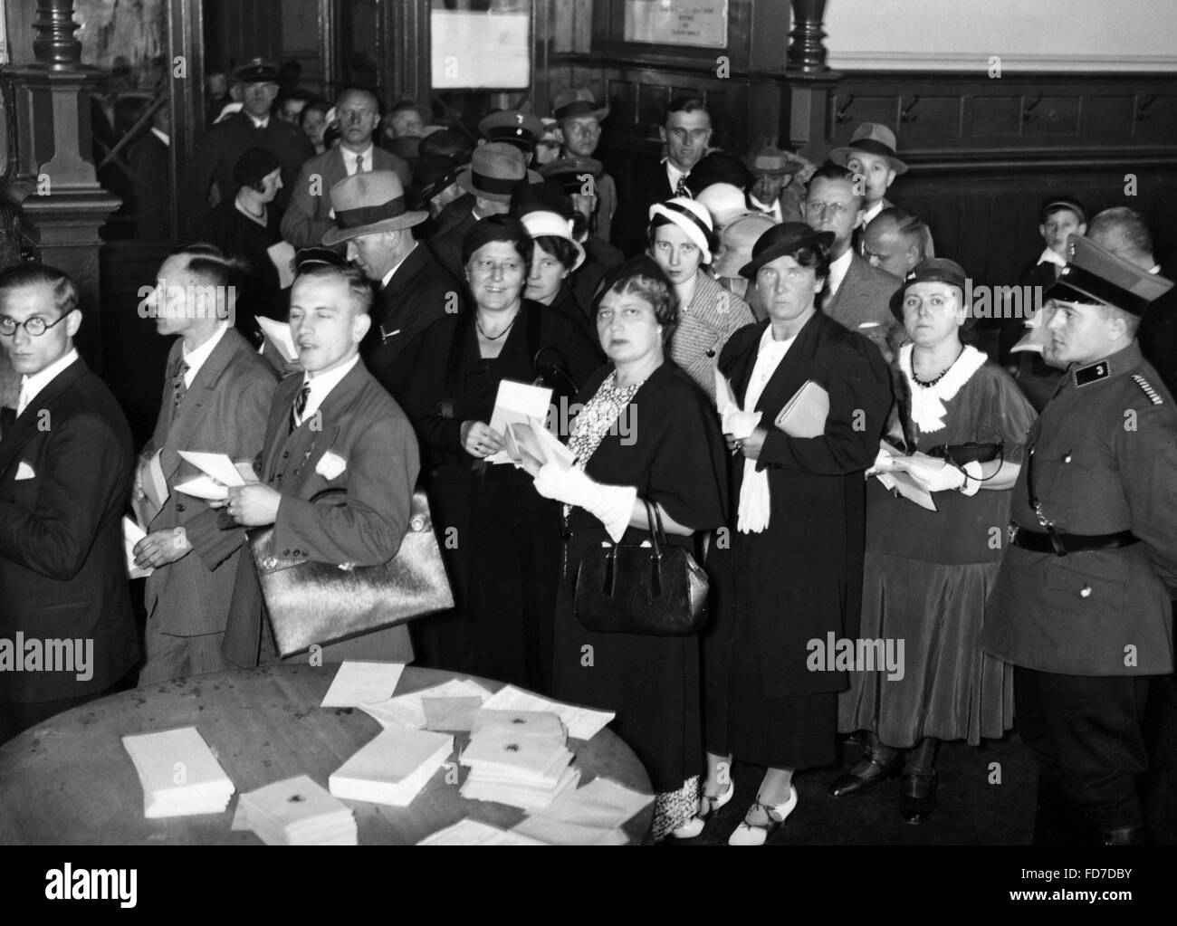 Voting at Anhalter Bahnhof at the referendum on the head of state of the German Reich, 1934 - Stock Image