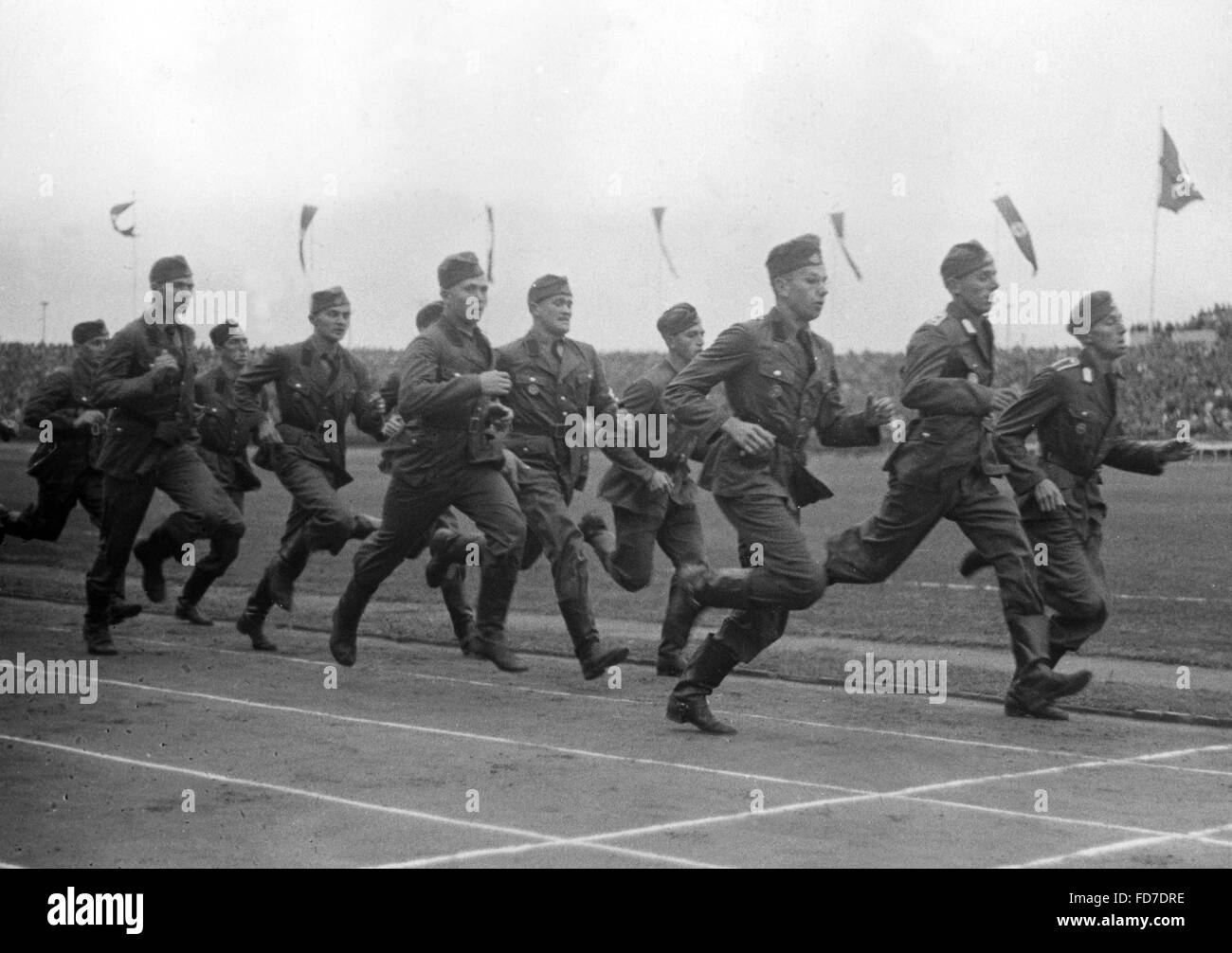 1500 meters patrol run of RAD members during the NS Kampfspiele (Nazi Competitive Games), 1937 - Stock Image