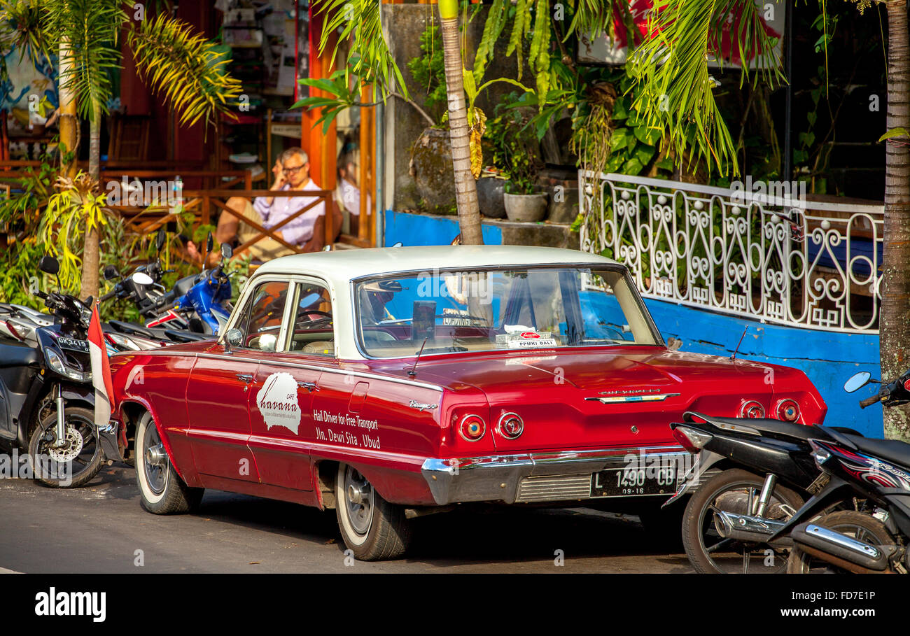red Chevrolet Biscayne outside a cafe in Ubud, street scene, Ubud, Bali, Indonesia, Asia, - Stock Image