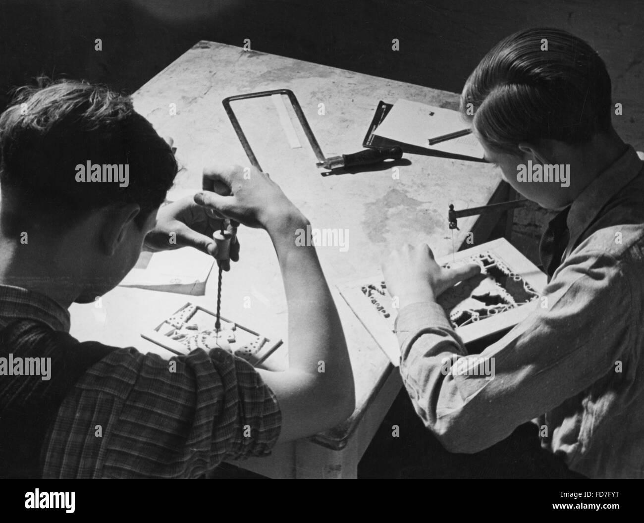 Boys working in thee NSV Kameradschaftshaus (comradeship house) Muelheim / Ruhr, 1939 - Stock Image