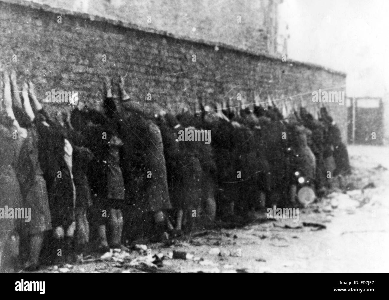 Mass execution during the Warsaw Ghetto Uprising Stock ...