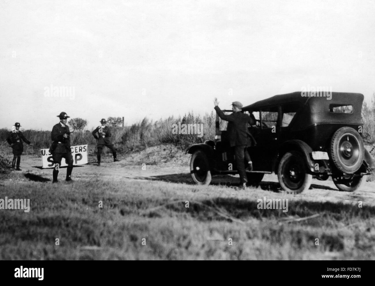 Prohibition: Bootlegger at the boarder Texas-Mexico, 1927 - Stock Image