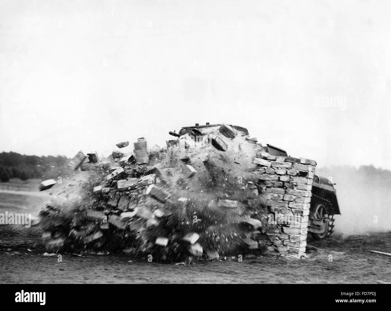 Panzer I breaks through a wall, 1936 - Stock Image