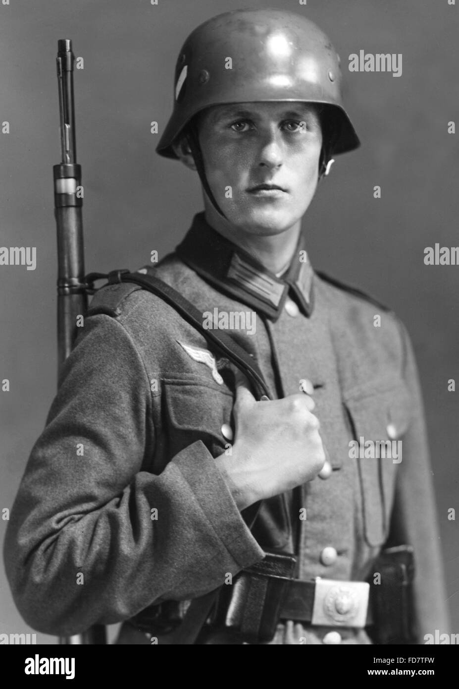 A German soldier with a MG 34, 1941 Stock Photo: 68839752