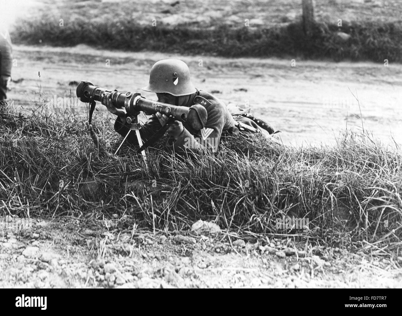 Corporal of the Reichswehr with rangefinder - Stock Image