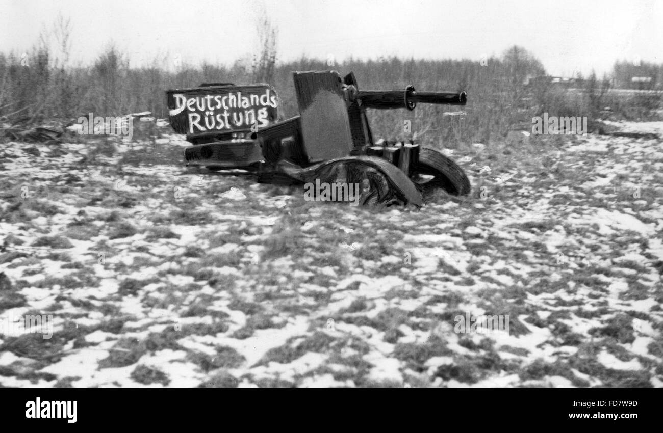 Artillery piece tinkered of scrap, as a critique of the Treaty of Versailles - Stock Image