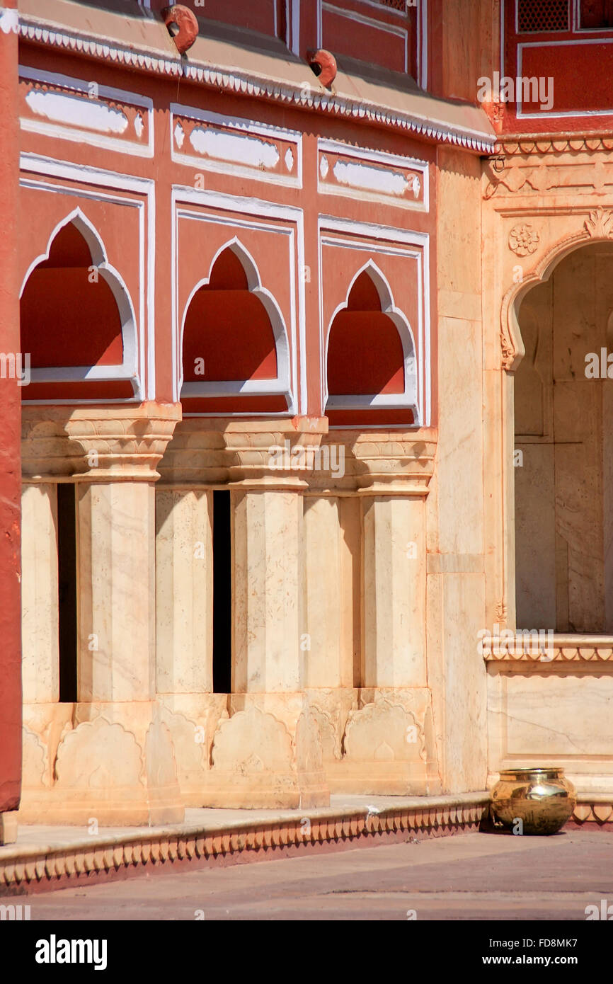 Detail of a gallery at Chandra Mahal in Jaipur City Palace, Rajasthan, India. Palace was the seat of the Maharaja - Stock Image