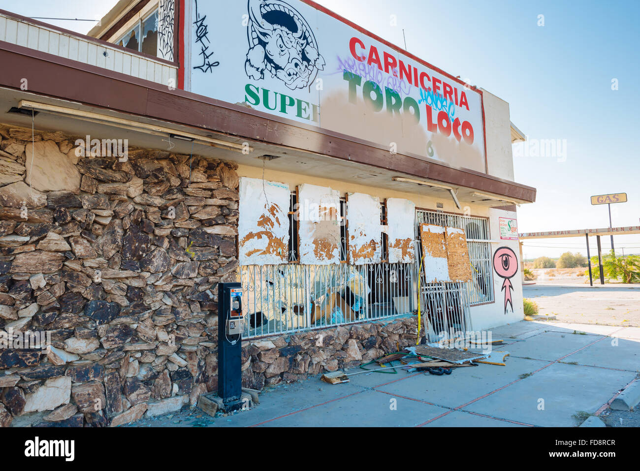 An abandoned building in the town of North Shore, California, on the northeast shore of the Salton Sea - Stock Image
