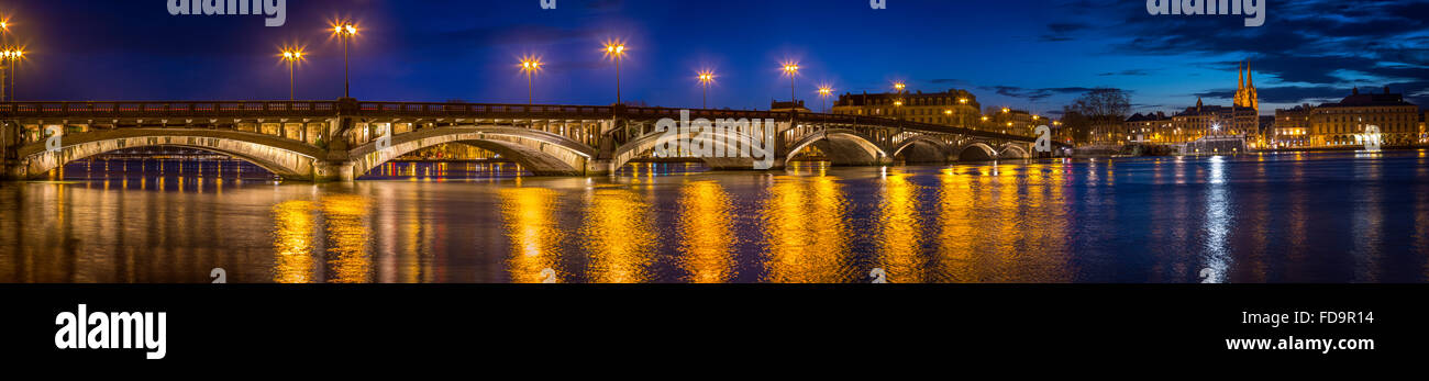 Panoramic view of the bridge 'Saint Esprit' and the Adour at dusk (Bayonne, Pyrénées Atlantiques, - Stock Image