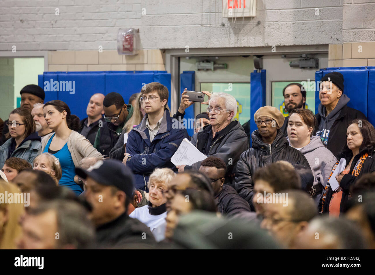 Detroit, Michigan, USA. 28th January 2016. A standing-room only crowd of residents from the neighborhood near Marathon - Stock Image