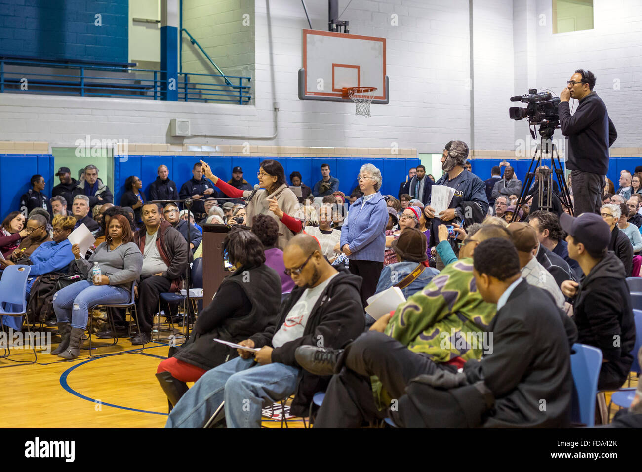 Detroit, Michigan, USA. 28th January 2016. Rashida Tlaib speaks at a Detroit city council public hearing, opposing - Stock Image