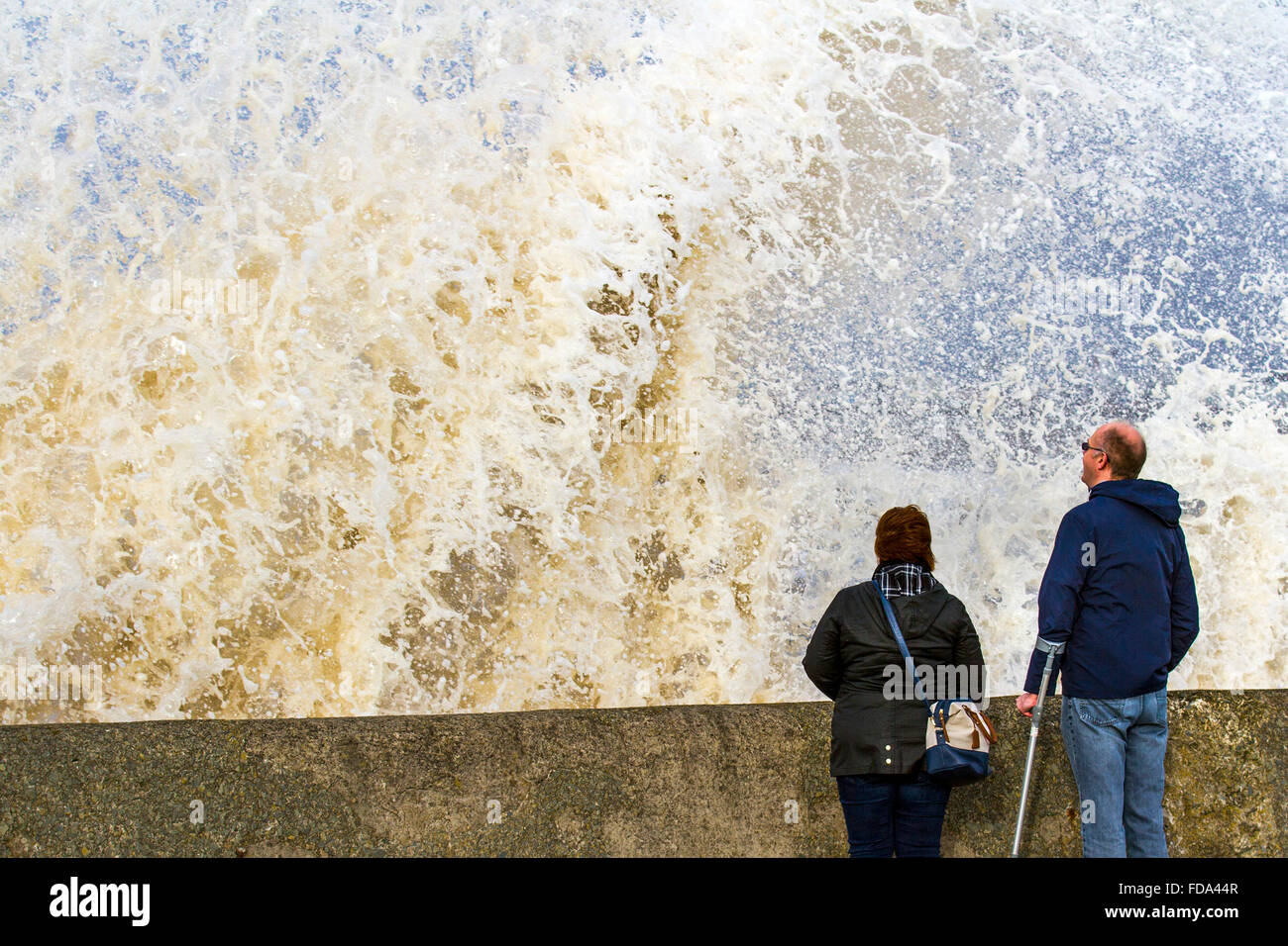 Breaking waves, and storm force seas at the sea wall New Brighton, Wirral, UK 29th January, 2016.  UK Weather.  - Stock Image