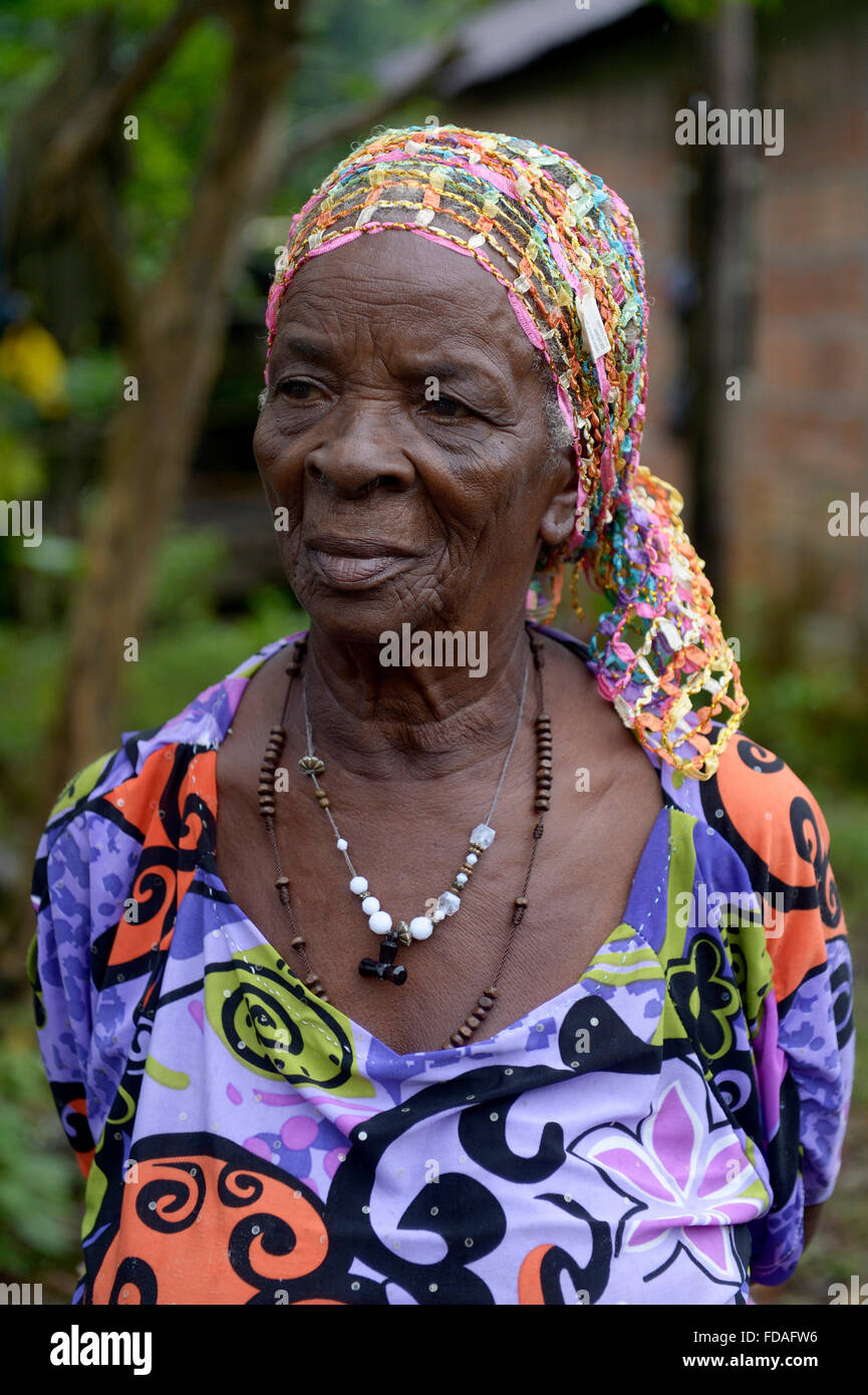 Old woman portrait, traditional healer, afro-columbian village of Playa Bonita on the river Rio Andagueda, Chocó - Stock Image